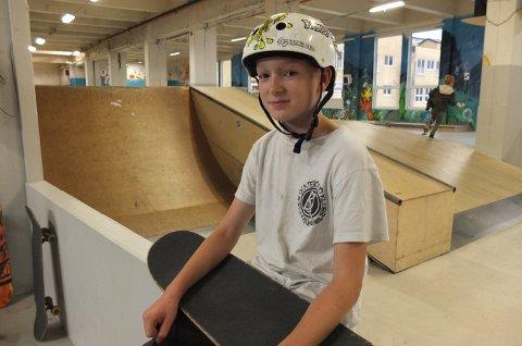 FORNØYD: Oleander Svensen kom ikke på pallen under årets NM, men han er likevel fornøyd. For han handler skating om å være med venner og bli bedre enn seg selv.