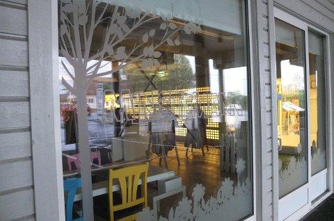 LEGGER NED: Det er slutt for barneklesbutikken Minstemann i På Solberg senter. Slik så det ut i butikkvinduet søndag.