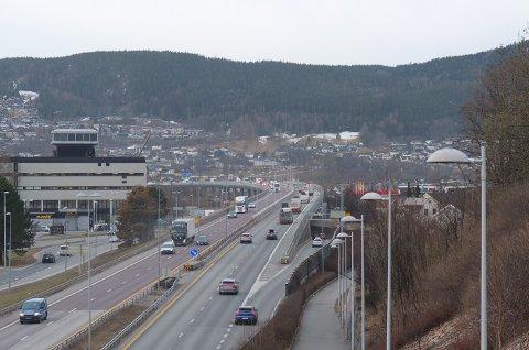 MOTORSTOPP: Onsdag morgen fikk en lastebil motorstopp i nordgående retning på motorveibrua.