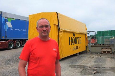 SKRYTER: Bonde Anders Hørthe skryter av både ansatte og nødetater da arbeidsulykken skjedde. – Fin å se at folk er flinke til å holde på rutinene og gjennomfører det de skal, sier han.