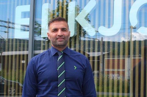 NY JOBB: Drammenseren Safi Rana (40) har startet i ny jobb som varehussjef hos Elkjøp på Gulskogen senteret. Nå sier han det er godt å være tilbake i byen.
