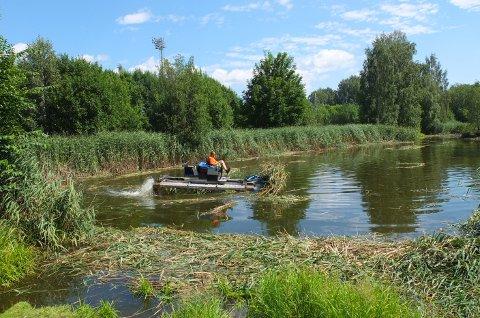 AMFIBIEBIL: Denne amfibiebilen var å finne i Andedammen på torsdag.