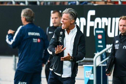 MYE SPENNING I VENTE: MIF-trener Vegard Hansen går en spennende senhøst i møte med nedrykksstrid for både 1. og 2. laget.