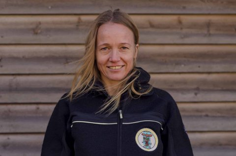 Saksbehandler i Norges Miljøvernforbund, Ragna Heffermehl, jobber med å øke oppmerksomheten på skadevirkninger av stråling fra trådløs teknologi. Heffermehl er utdannet i fluidmekanikk ved Universitetet i Oslo.