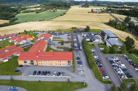 Rådhuset og Ignagard sykehjem i Enebakk.