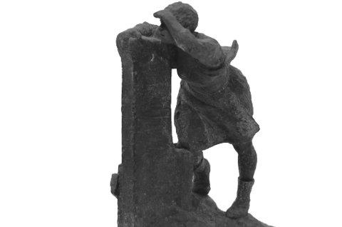 Levande: Aase Botnmark ønskte at kommunen skulle få kunsten hennar. Her er ein av skulpturane du kan sjå på utstillinga.