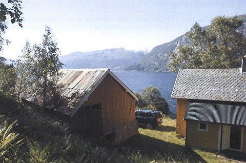 NABOTOMTA: Eit bilde av nabotomta til Astruptunet som Jølster kommune ønsker å kjøpe.