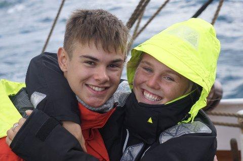 Skule til havs: Nikolai Hjelmbrekke og medelev  Mathea Louise Rognerud jobba på båten i tillegg til at dei gjekk på skule.