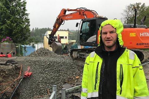 NY I JOBBEN: Vidar Gamlestøl er ny dagleg leiar ved Asfalt & Forberedelser AS i Førde. Tidlegare har han mellom arbeidd hos Bjerck og Brendø Maskin i Florø. Her på bildet er han anleggsleiar då Firdavegen fekk ny asfalt for tre år sidan.