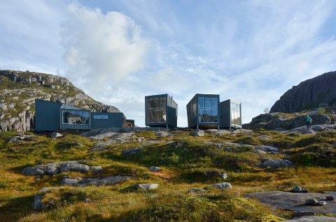 SKÅPET: Turistforeningshytta Skåpet består av små sovehytter med fem sengeplassar og nydeleg utsikt.