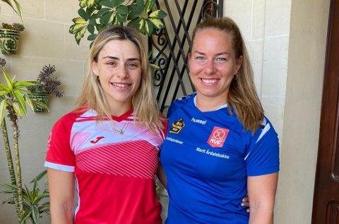 TRENINGSVENINNER: Yazmin Stevens, til venstre, og Marit Årdalsbakke har trent og konkurrert med kvarandre på vektløftarstemner i utlandet fleire gonger.