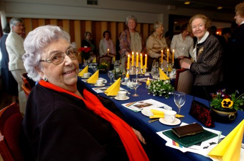 VANT FREM: Asta Abrahamsen (93) vil få den nye byferja oppkalt etter seg, hvis hun selv vil akseptere æren, som KrF og et enstemmig kulturutvalg mener hun bør bli til del.
