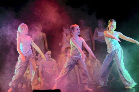 Kulturskolen i Fredrikstad fyller 25 år og markerer jubileet med en danseforestilling på Røde Mølle.
