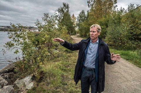 – Vi må se til Sarpsborg dersom vi skal komme opp en divisjon, sier styreleder i Fredrikstad næringsforening, Trond Delbekk.