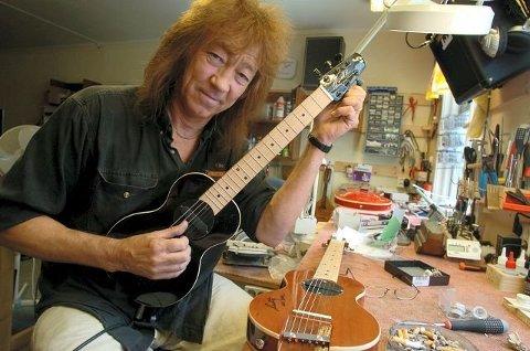 Mye gitarer: Øivin Fjeld inviterer fem gitarvenner for å spille og preke 29. april på Litteraturhuset. Suksessen fra 2016 skal gjentas.