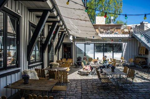 Nytt konsept: Det blir fortsatt mulighet til å sitte ute i bakgården på sommeren når kafeen blir utested. Det nye stedet skal åpnes om kort tid.