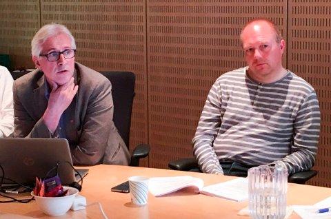 ALVORLIG: Rådmann Ole Petter Finess og Frps Jan Frode Hanssen under kontrollutvalgsmøtet hvor det ble orientert om den alvorlige saken.