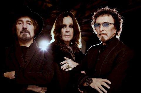 På kino: Black Sabbath, her representert ved  Tony Iommi, Ozzy Osbourne og Geezer Butler kan du se i deres siste konsert på kino.