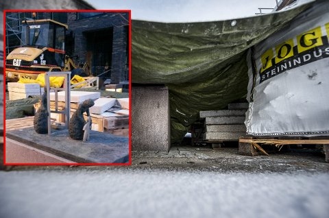 I forrige uke sto  «Munchs mødre» ubeskyttet rett ved byggearbeidene på Storgata 5. Nå er skulpturen sikret.