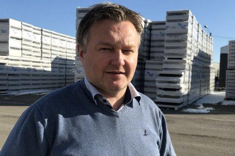Hans Petter Olsen har siden 2011 vært produksjonsdirektør for alle fabrikkene i Jackon Skandinavia. Nå blir han ny administrerende direktør for konsernets virksomhet i Skandinavia.