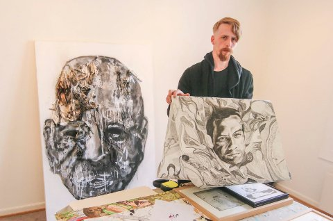 Beste vennen: En tegning med avdøde Daniel Stokkan skal også vises frem i Fergestedsveien. Det store hodet bak startet som en kullstifttegning.