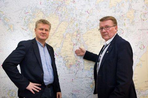 Rådmann Dag W. Eriksen, til venstre, og ordfører Eivind N. Borge. Borge sier at det er utfordringer med boplikten over hele Hvaler.