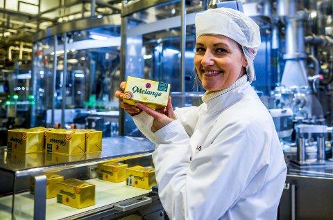 Melange har blitt produsert i Fredrikstad siden 1919. Fabrikksjef Eirin Skovly forteller at dagligvaremarkedet har økt kraftig under koronapandemien.