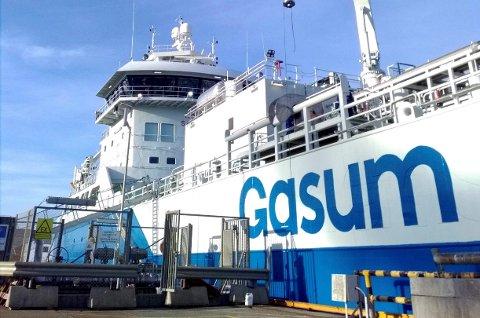Moderne fartøy: Mt Coralius er bygd ved verftet Royal Bodewes i Nederland, og ble sjøsatt i 2017. Skipet eies og driftes av Sirius Shipping, som har hovedkontor på øya Donsö, sørvest av Göteborg. Skipet er konstruert for transport av flytende gass (LNG) og har en kapasitet på 5800 m³. Det er et meget manøvreringsdyktig skip med sidepropeller både forut og akterut, og en kraftig hovedmotor på 3000 KW (Wärtsilä). Skipet er utstyrt med den nyeste teknologien som finnes på markedet, og det meste kan styres fra bro og CCO (cargo control office).