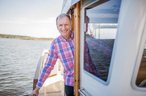 KAPTEINEN: Truls Velgaard trives godt som kaptein på båten. Fortsatt holder han også roret i Høyres bystyregruppe.