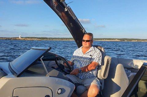 TROR PÅ 2021: Daglig leder Truls Tvete tror på et salg av rundt 50 pontongbåter neste år. Han tror den amerikanske båttypen vil slå an.