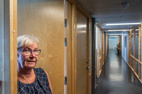 TOMME KORRIDORER: Fortsatt er en del i ferie, men svært mange av de ansatte i rådhuset er fortsatt satt opp med hjemmekontor. Martha Haaland-Bratland er fungerende HR-sjef og tar tirsdag opp spørsmålet om hvordan folk skal jobbe videre, med toppledelsen.