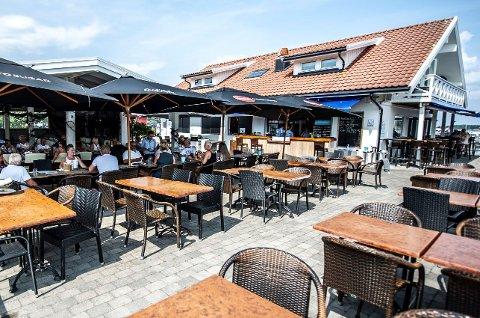 Jan Bergmann Johansen og Sand Bar og Restaurant er allerede foran resultatet for juli måned i fjor som var bra.