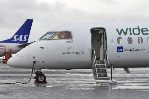 Etter at Widerøe har lagt ned to av i alt fire avganger mellom Evenes og Bodø, har Narvik havnet i en samferdselsmessig bakevje som byen knapt har vært i. Helt uakseptabelt, mener kommuneledelsen som vil ha hjelp fra Samferdselsdepartementet om ikke situasjonen bedrer seg. Foto: Arkiv