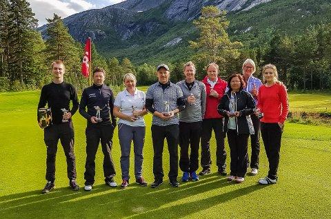 Fra venstre Casper T.Bolle, Frank Aanes Andersen, Vibeke Grønvold, Finn W. Olsen,  Remo Johannessen, Roger Garfjell, Prayot Olsen, Eirin B Kolloen og Malin Mathisen.