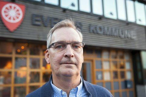 Ottar Bakke i Ballangen sjøfarm måtte onsdag skuffet konstatere at politikerne i Evenes ikke ønsker å gi selskapet dispensasjon fra arealplanen for et matfiskanlegg utenfor Forra.