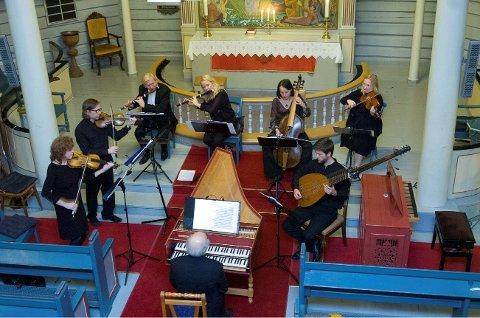 Spennende musikalsk møte: Ensemblet Cappella Petri er oppkalt etter Petter Dass og består av musikere som spiller såkalt barokkmusikk. Prater vi om barokkmusikk (1600–1700-tallet) i dag, tenker vi helst på Bach eller Händel, men faktum er at før dem finnes et stort repertoar av fantastisk vakker musikk. I Narvik kirke lørdag kan vi i et møte med musikerne få oppleve både kjent og ukjent.