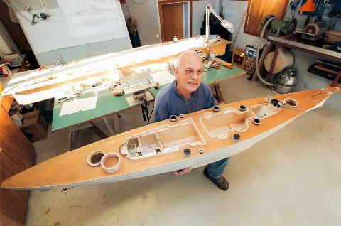 Trygve Lambertsen hadde en stor lidenskap for krigshistorie – og modellbygging. Slik så slagskipet Tirpitz ut da Fremover var på besøk i kjelleren til Trygve i september i 2000.