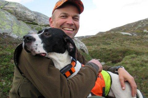 Fagsjef Jo Inge Breisjøberget, med doktorgrad i rypeforvaltning, koser seg på tur i fjellet også uten å skyte noen ryper.