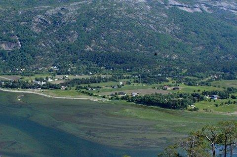 I SKJOMEN: Selgerne tok turen til Skjomen, hvor de ikke kom seg inn på en adresse. Arkivfoto