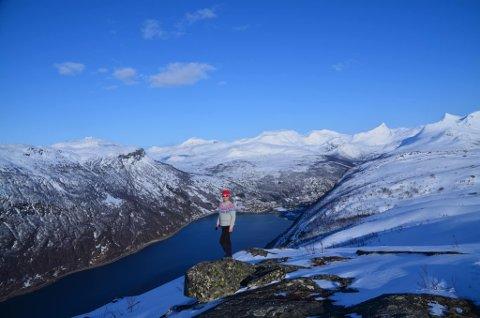 TOPPTUR: Er god folkehelse ifølge Bedriftsidretten i Nordland. Med litt ekstra planlegging gjennomføres også i år ti på topp. Her fra Hardhausen.