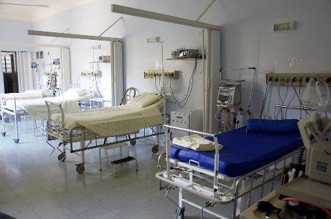 INTENST: De ansatte i det svenske helsevesenet sliter kraftig med utviklingen i koronapandemien. (Illustrasjonsfoto)