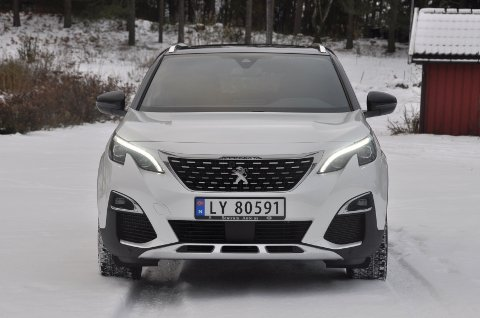 MODERNE: Peugeots nye SUV har et moderne uttrykk og skiller seg fra mengden.
