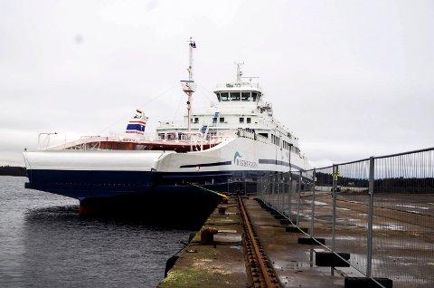 TRØBBEL: «Bastø VI» ble tidligere i vinter stoppet av været. Denne søndagen er det tekniske problemer som gjør at ferja tas ut av drift.