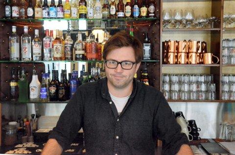 KRITISK: Henrik Lysell på Glassmagasinet er ikke fornøyd med kvaliteten på siste skjenkekontroll.