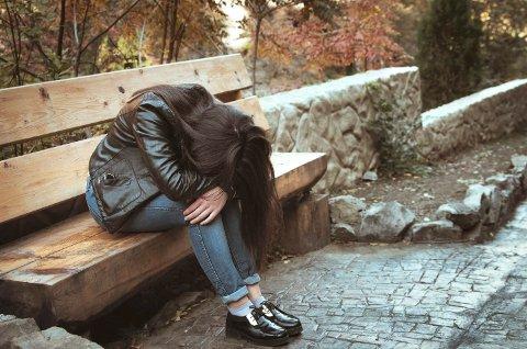 SLITER PSYKISK: Flere unge i Horten føler seg plaget med ensomhet, viser Ungdata.