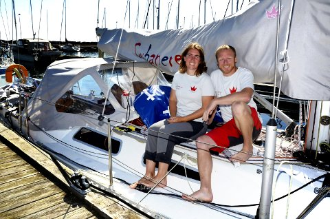 SEILING: Maren og Karl Otto Book lever ut seilerdrømmen på  jobb og privat. Bildet er tatt da de var klare for jordomseiling.
