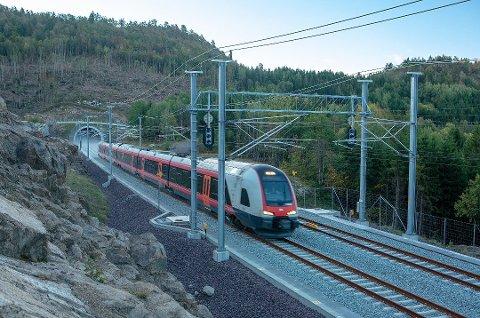 MER DOBBELTSPOR: Over 5,6 milliarder skal brukes på det nye dobbeltsporet mellom Drammen og Tønsberg. Bildet er fra det nye dobbeltsporet mellom Larvik og Porsgrunn, som ble åpnet i fjor.