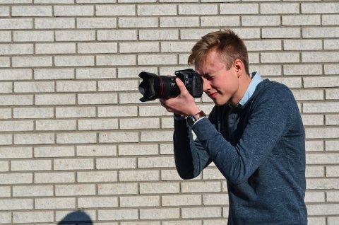 BRENNER FOR FILM: Mathias Krohn (19) driver eget foretak for film- og fotooppdrag.