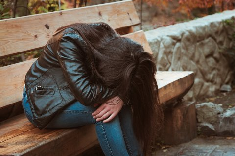 FORTVILER: «Hege» føler seg sviktet av alle instanser. Hun drømmer om å klare seg på egen hånd, men har ikke klart å være i jobb grunnet psykiske problemer. (Illustrasjonsfoto: Colourbox)