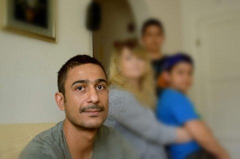 SKUFFET: Khalid synes det er forkastelig at Sian sprer sitt antiislamske budskap på gater i Horten. For sin egen del kan han bære over med det, men det gikk kraftig inn på sønnen.